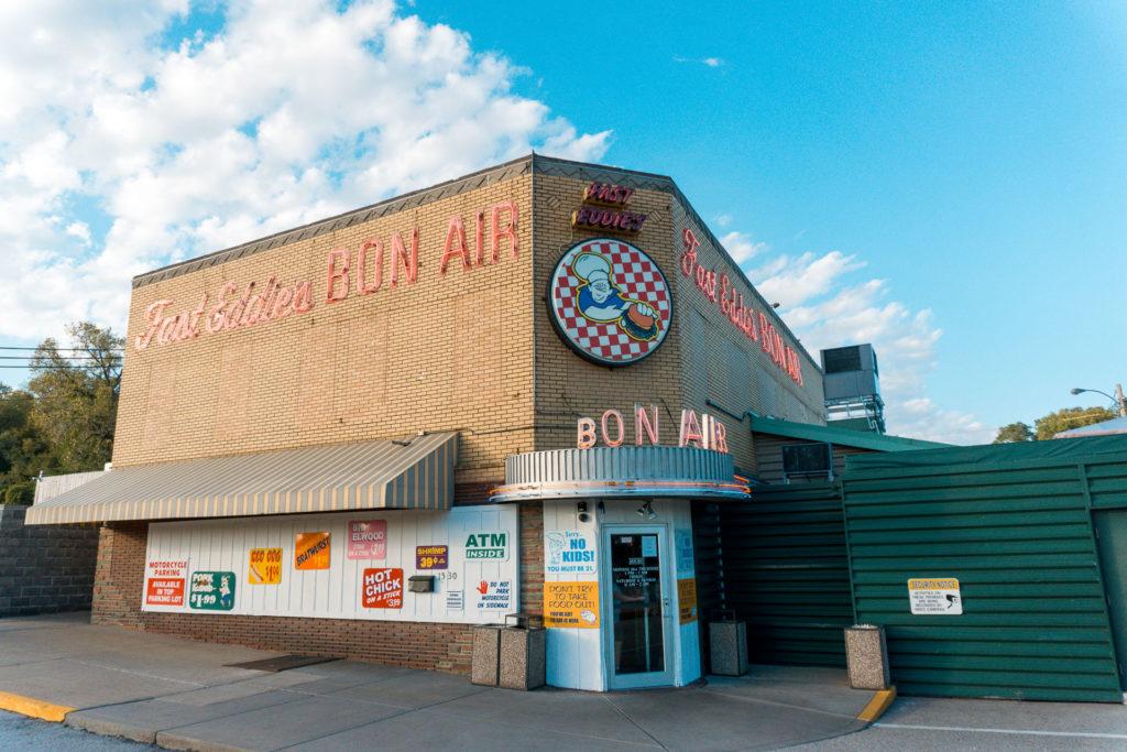 Fast Eddie's Bon Air in Alton