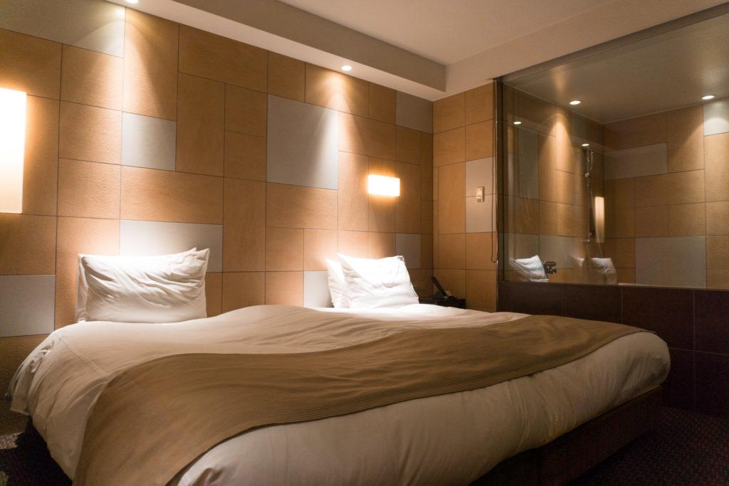 Extra large bed at Hotel Il Palazzo - Fukuoka