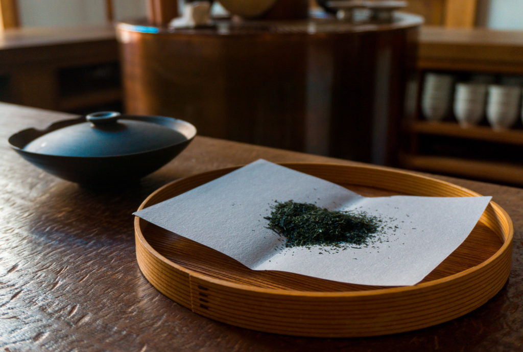 Plate with green tea leaves on it YOROZU - Fukuoka