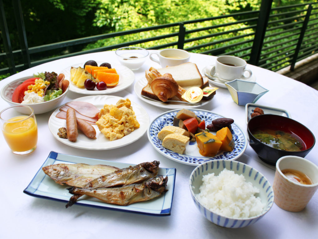 A variety of breakfast entree options at Nishimuraya Hotel Shogetsutei.