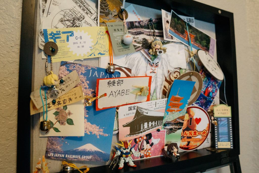 Shadow box - how to decorate with travel souvenirs